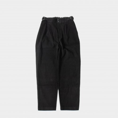 <img class='new_mark_img1' src='https://img.shop-pro.jp/img/new/icons6.gif' style='border:none;display:inline;margin:0px;padding:0px;width:auto;' />comm.arch. / Mole Skin Buckled Trousers 「Blackout」