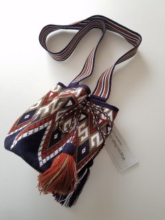 <img class='new_mark_img1' src='https://img.shop-pro.jp/img/new/icons8.gif' style='border:none;display:inline;margin:0px;padding:0px;width:auto;' />★Wayuu Bags Japan (ワユーバッグスジャパン) ハンドメイドショルダーバッグ Exclusive line (M)