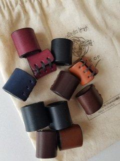 A PIECE OF CHIC (ピース オブ シック)Leatherスカーフホルダー 【ネコポス指定可能】