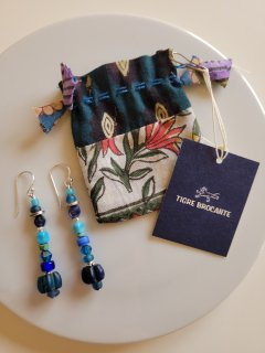 ★TIGRE BROCANTE(ティグルブロカンテ) アンティークビーズ ロングピアス Antique beads long pierced (blue mix)【ネコポス指定可】