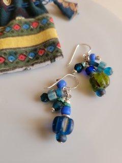 ★TIGRE BROCANTE(ティグルブロカンテ) アンティークビーズ ラインピアス Antique beads Lines pierced (blue mix)【ネコポス指定可】