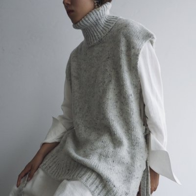 08sircus Silk nep high neck knit vest シルクネップハイネックベスト<img class='new_mark_img2' src='https://img.shop-pro.jp/img/new/icons8.gif' style='border:none;display:inline;margin:0px;padding:0px;width:auto;' />
