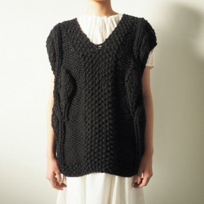 MAYDI ARBRE KNIT VEST<img class='new_mark_img2' src='https://img.shop-pro.jp/img/new/icons8.gif' style='border:none;display:inline;margin:0px;padding:0px;width:auto;' />