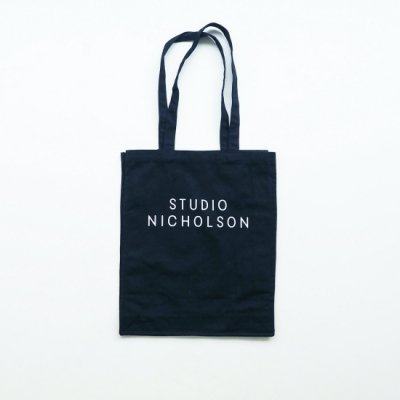 STUDIO NICHOLSON トートバッグ<img class='new_mark_img2' src='https://img.shop-pro.jp/img/new/icons8.gif' style='border:none;display:inline;margin:0px;padding:0px;width:auto;' />