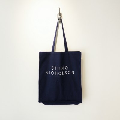 STUDIO NICHOLSON トートバッグ ラージ<img class='new_mark_img2' src='https://img.shop-pro.jp/img/new/icons8.gif' style='border:none;display:inline;margin:0px;padding:0px;width:auto;' />