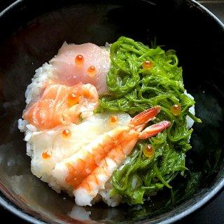 【冷凍】海鮮丼(めかぶ,海老,サーモン,鯛,イクラ,トンボシビ,)5個セット、わさび、特製タレ付き