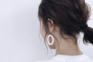 ilocami | N-HOOP EARRING (white) | イヤリング