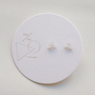 mu/mi | 浮遊△イヤリング (white) | イヤリング