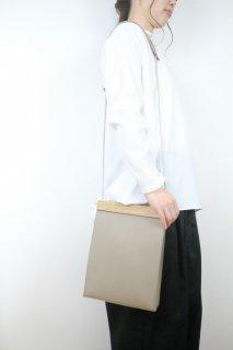 yuruku (ユルク) | Clap Wood Square Pouch (gray) | バッグ