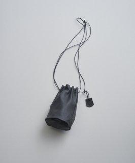 REN | スティル・キャニスターボトル (black) | レザー巾着バッグ