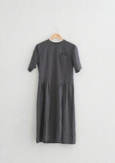 the last flower of the afternoon   月暈のtucked dress (charcoal)   ワンピース【送料無料 ザラストフラワーオブジアフタヌーン レディース】