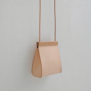 yuruku (ユルク) | Clap Wood Square Pouch M (natural) | ショルダーバッグ ポーチ 国産 上質レザー