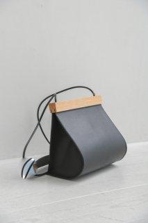 yuruku (ユルク) | Clap Wood Round Pouch (black) | ショルダーバッグ ポーチ 国産 上質レザー