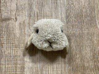 うさぎのブローチ たれ耳ベージュクリーム 0025
