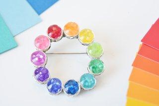 色相環:ブローチ