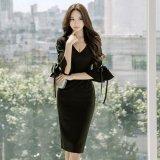 フリル袖が個性的なブラックドレス 夜デートに着たいスリムな韓国ワンピース