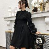 フリンジが個性的な黒の韓国ワンピース ナイトシーンや食事会にぴったりな韓国ドレス