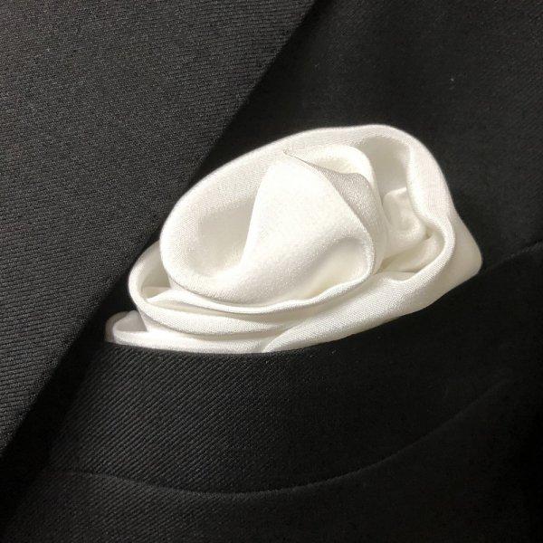 MUNGAI (ムンガイ) / ホワイト / セレモニー シルク / フォーマル ポケットチーフ メインイメージ
