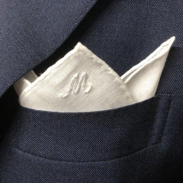 MUNGAI (ムンガイ) / ホワイト / ワンポイント刺繍 / M / ポケットチーフ