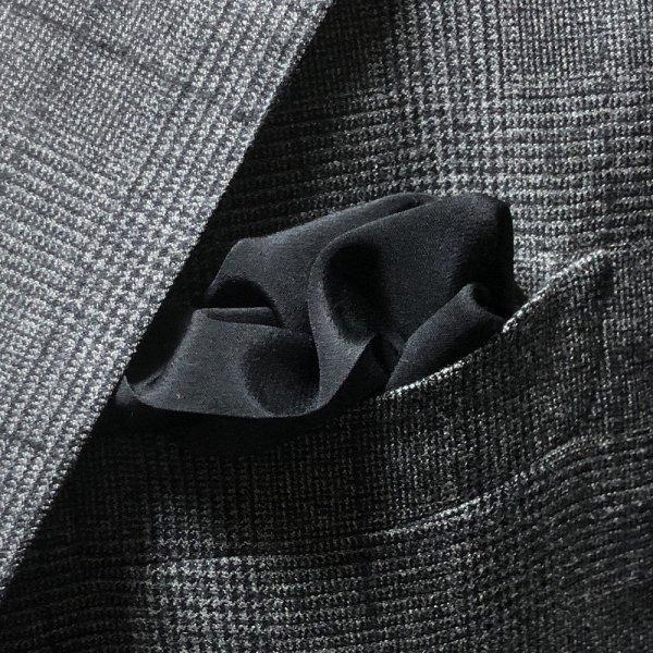 MUNGAI (ムンガイ) / ブラック / スムースシルク / フォーマル ポケットチーフ