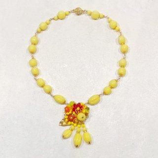 黄色のネックレス