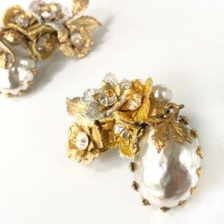 Vintage Perl イヤリング 〜 糸刺繍の小花を添えて