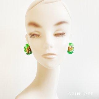 green flowerのイヤリング