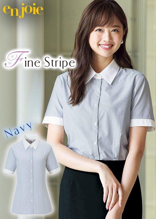 細かいネイビーストライプと高めでシャープな襟元がマニッシュな印象の半袖シャツブラウス|ジョア 06096