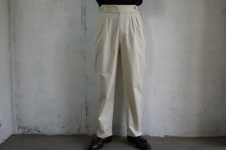 <img class='new_mark_img1' src='https://img.shop-pro.jp/img/new/icons1.gif' style='border:none;display:inline;margin:0px;padding:0px;width:auto;' />RICCARDO METHA-2TUCK BELTLESS TROUSERS-