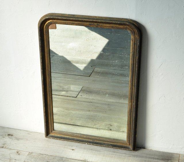ずっしりと大きい鏡