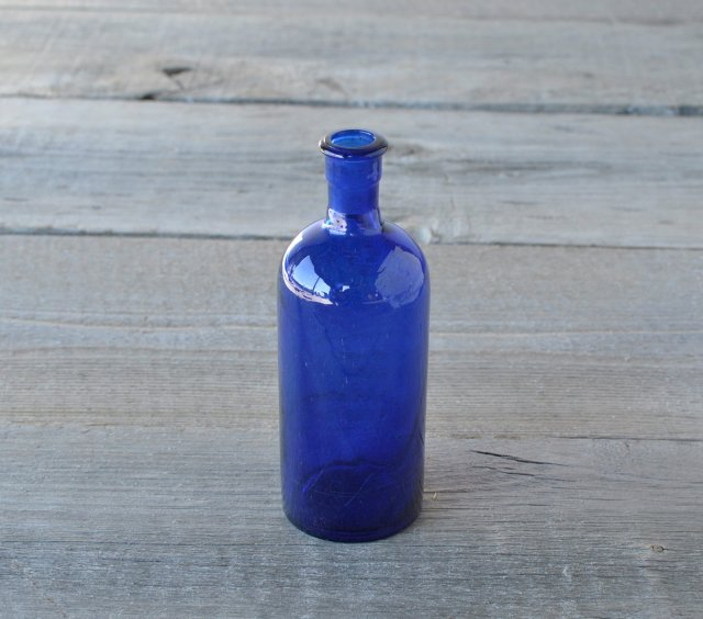 青いアンティークボトル