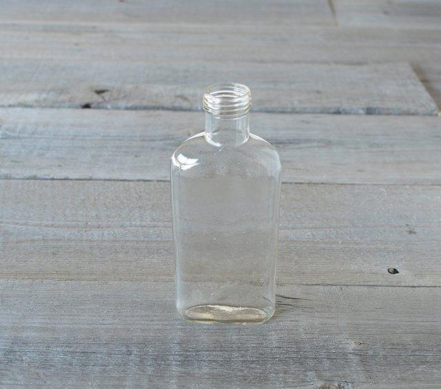 透明な平たいアンティークボトル