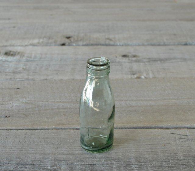 口の大きいアンティークボトル