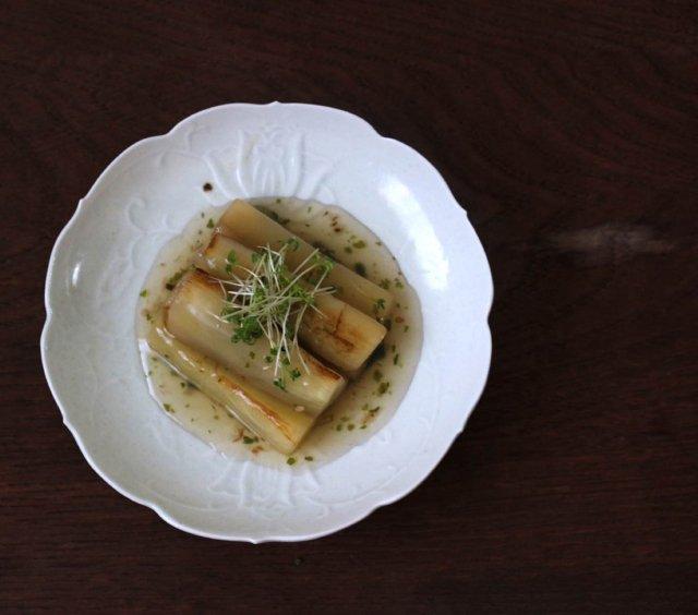 陽刻牡丹唐草文5寸皿(白磁・淡瑠璃・黄磁)