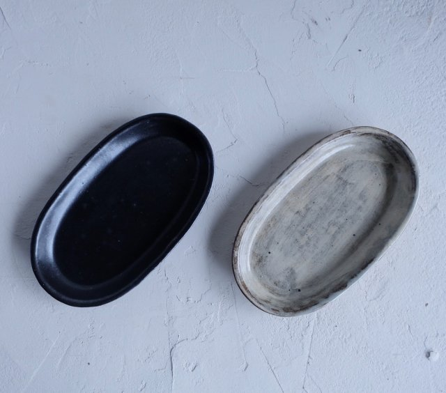 楕円皿(粉引・黒釉)