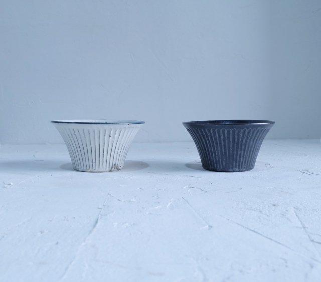 鎬反り鉢(粉引・黒釉)