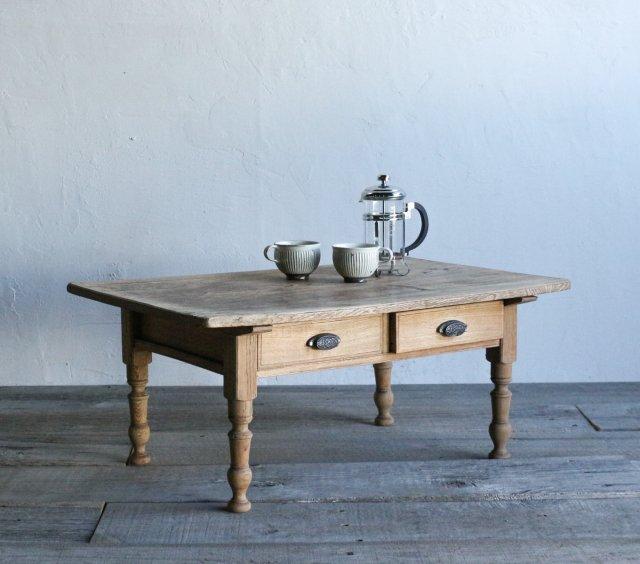 白木のコーヒーテーブル