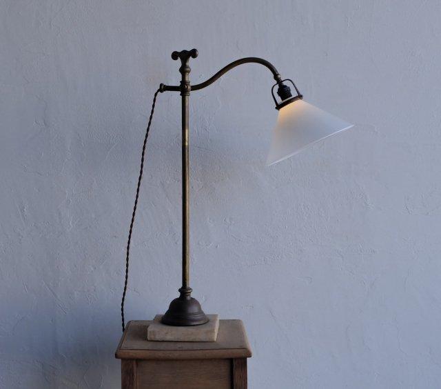 真鍮の卓上ランプ