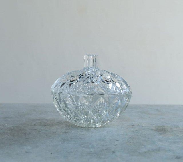 蓋つきのガラス鉢