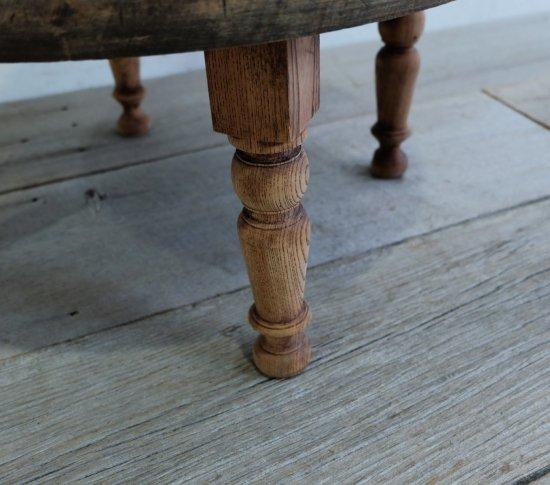 ろくろ脚の円卓の画像