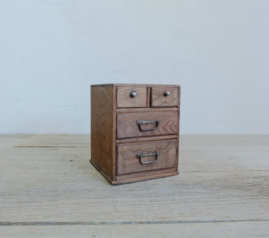 にこやかな小箱の画像