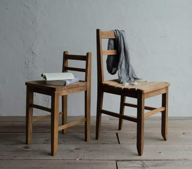 凛とした椅子