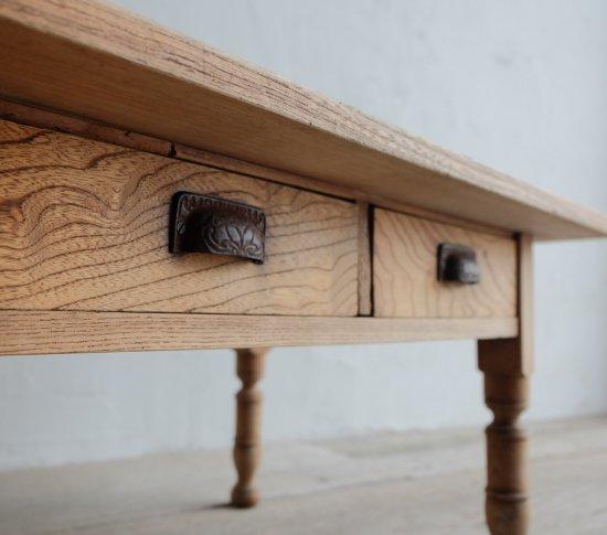 白木のコーヒーテーブルの画像