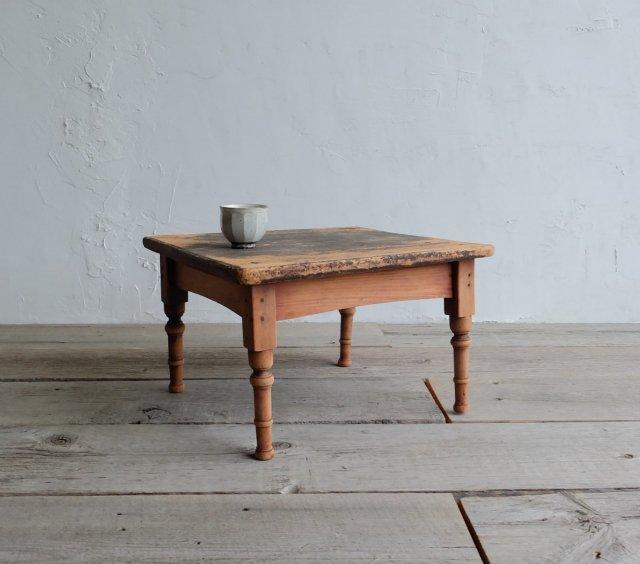 正方形のコーヒーテーブル
