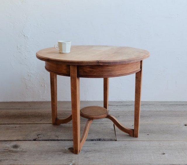 優雅なラウンドテーブル