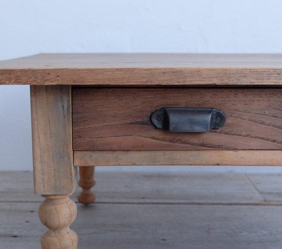 ろくろ脚のコーヒーテーブル �の画像