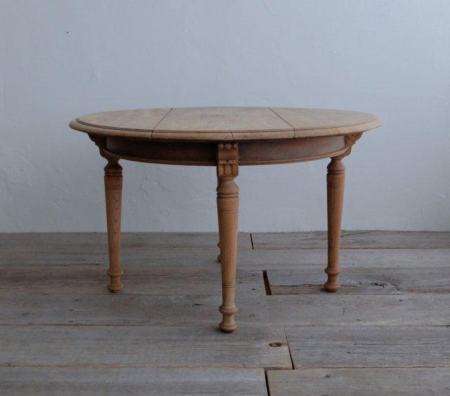 宮造りのコーヒーテーブル