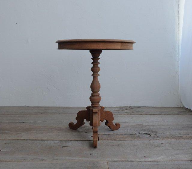 一本脚のラウンドテーブル�