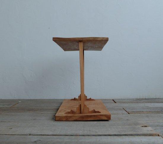 和飾りのサイドテーブルの画像