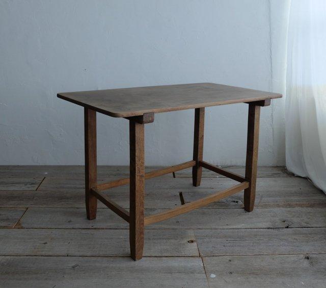 角丸のテーブル